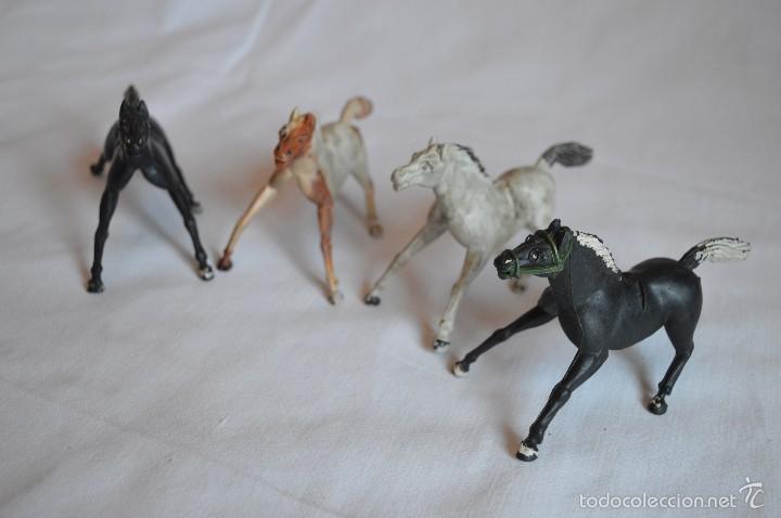 Figuras de Goma y PVC: Conjunto de caballos en goma. Aster, Reamsa. Años 50/60. romanjuguetesymas. - Foto 4 - 57644155