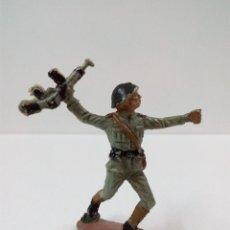 Figuras de Goma y PVC: SOLDADO RUSO . PECH . AÑOS 60. Lote 57853103