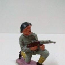 Figuras de Goma y PVC: SOLDADO RUSO . PECH . AÑOS 60. Lote 57853821