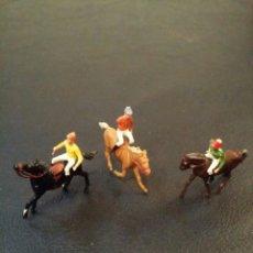 Figuras de Goma y PVC: FIGURITAS DE 3 JOCKEYS. PVC.. Lote 58080389