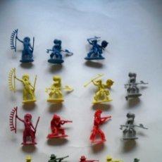 Figuras de Goma y PVC: FIGURAS INDIOS Y VAQUEROS PLASTICO. Lote 58239782