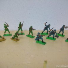 Figuras de Borracha e PVC: FIGURAS MILITARES BRITAINS AMERICANOS CONTRA ALEMANES DE BRITAINS. Lote 58297267
