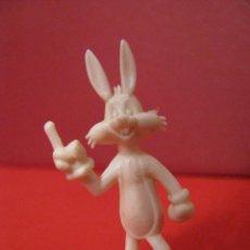Figuras de Goma y PVC: FIGURA DUNKIN WARNER. CONEJO BUGS BUNNY. BLANCA.. Lote 58352566