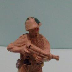 Figuras de Goma y PVC: ANTIGUA FIGURA SOLDADO AMERICANO II GUERRA MUNDIAL. PLÁSTICO. ORIGINAL PECH. AÑOS 60.. Lote 58444589