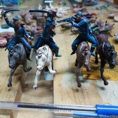 Figuras de Goma y PVC: 3 JINETES 7 CABALLERÍA Y CABALLO PECH. Lote 58446200