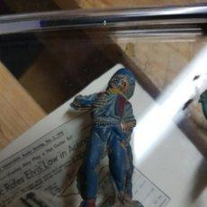Figuras de Goma y PVC: VAQUERO HERIDO AÑOS 50. Lote 58450782