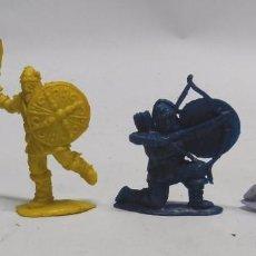 Figuras de Goma y PVC: 4 GUERREROS VIKINGOS, VIKINGO FABRICADO EN PLÁSTICO, PIPERO, ORIGINAL AÑOS 60.. Lote 59117895