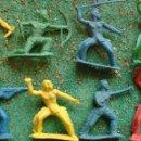 Figuras de Goma y PVC: LOTE ANTIGUAS FIGURAS DEL OESTE INDIOS MOHICANOS. PLÁSTICO. CANAL PIPERO. AÑOS 70. Lote 59630469