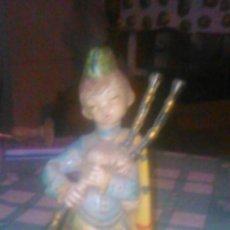 Figuras de Goma y PVC: PRECIOSO MUÑECO ESCOCES DE GOMA DURA, DEPOSE ITALY 603. Lote 60675339