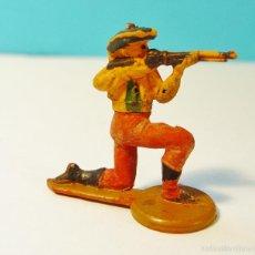 Figuras de Goma y PVC: COWBOY O VAQUERO DISPARANDO. GOMA. AÑOS 50. GAMA. Lote 61189435