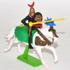 Figuras de Goma y PVC: CABALLERO TURCO A CABALLO, DE LA MARCA BRITAINS DEETAIL, PEANA METÁLICA.. Lote 62207252