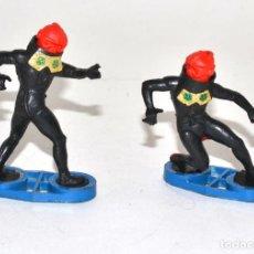 Figuras de Goma y PVC: BRITAINS SPACE, CIRCA 1980, 2 GUARD ALIENS, BASE METÁLICA © 1981 BRITAINS - ENGLAND. Lote 62796900