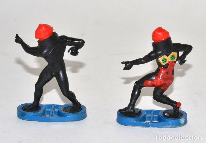 Figuras de Goma y PVC: BRITAINS SPACE, CIRCA 1980, 2 GUARD ALIENS, BASE METÁLICA © 1981 BRITAINS - ENGLAND - Foto 2 - 62796900