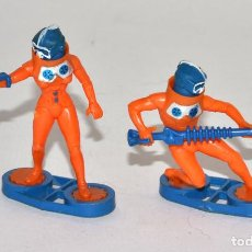 Figuras de Goma y PVC: BRITAINS SPACE, CIRCA 1980, 2 GUARD ALIENS, COMPLETOS, BASE METÁLICA © 1984 BRITAINS - ENGLAND. Lote 62797020
