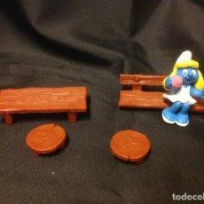 Figuras de Goma y PVC: FIGURA PVC LOS PITUFOS PITUFINA SCHLEICH CON MESA Y SILLAS. Lote 76736827