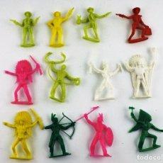 Figuras de Goma y PVC: COMANSI, LOTE DE 12 UNIDADES DE INDIOS Y VAQUEROS (MONOCOLOR). Lote 113674848
