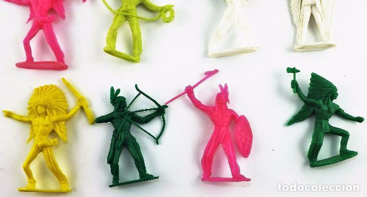 Figuras de Goma y PVC: Comansi, lote de 12 unidades de Indios y vaqueros (Monocolor) - Foto 2 - 113674848
