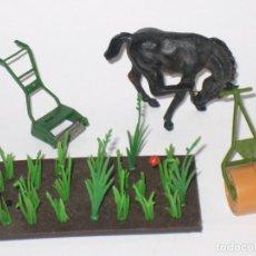 Figuras de Goma y PVC: LOTE CABALLO Y ACCESORIOS BRITAINS VARIAS ESCALAS. Lote 64336995