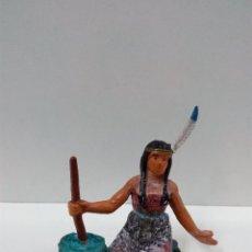 Figuras de Goma y PVC: MUJER INDIA PREPARANDO LA COMIDA . STARLUX . AÑOS 60. Lote 64479275