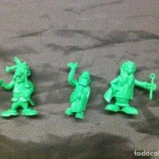 Figuras de Goma y PVC: 3 FIGURAS ASTERIX DUNKIN UDERZO VERDES. Lote 66929870