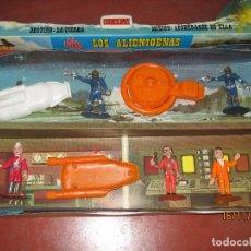 Figuras de Goma y PVC: ANTIGUA CAJA COMPLETA LOS OVNIS LOS ALIENÍGENAS THUNDERBIRDS DE COMANSI - AÑO 1960S.. Lote 67280417