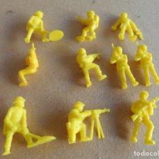 Figuras de Goma y PVC: LOTE DE SOLDADOS DE EL MUNDO COLOR AMARILLO DUNKIN O MUNDI TOYS. Lote 67996149