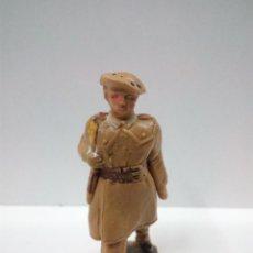 Figuras de Goma y PVC: SOLDADO PARACAIDISTA EN DESFILE . PECH . AÑOS 60. Lote 68320125