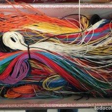 Figuras de Goma y PVC: LOTE DE 10 MAZOS DE CINTAS PARA HACER LLAVEROS TRENZADOSAÑOS 70. Lote 68426773