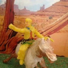 Figuras de Goma y PVC: ANTIGUAS FIGURAS DEL OESTE. PISTOLERO A CABALLO DE M. SOTORRES. PLÁSTICO. DEFECTUOSA.. Lote 68737778