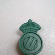 Figuras de Goma y PVC: ESCUDO DEL RCD ESPAÑOL . CON ENGANCHE TRASERO. Lote 68857813