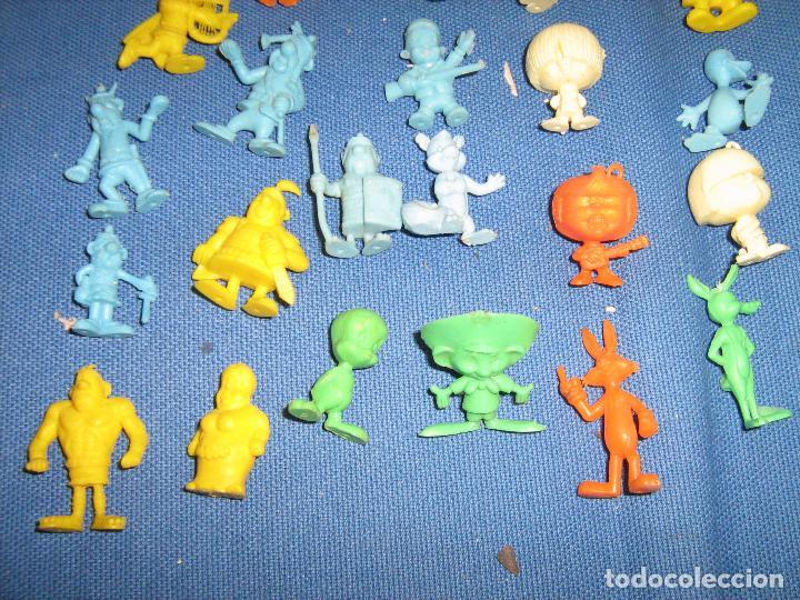 Figuras de Goma y PVC: LOTE CON 28 FIGURAS DUNKIN VARIADAS - 1 PITUFO - ASTERIX - CABEZONES - WARNER ETC. - Foto 3 - 69400217