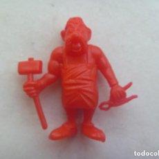 Figuras de Goma y PVC: FIGURA DE DUNKIN DE ASTERIX , DETRAS PONE UDERZO 80. Lote 69750361