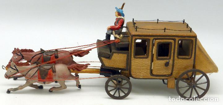 Figuras de Goma y PVC: Diligencia Teixidó en madera caballos y conductor goma años 50 Buen estado - Foto 2 - 70006373