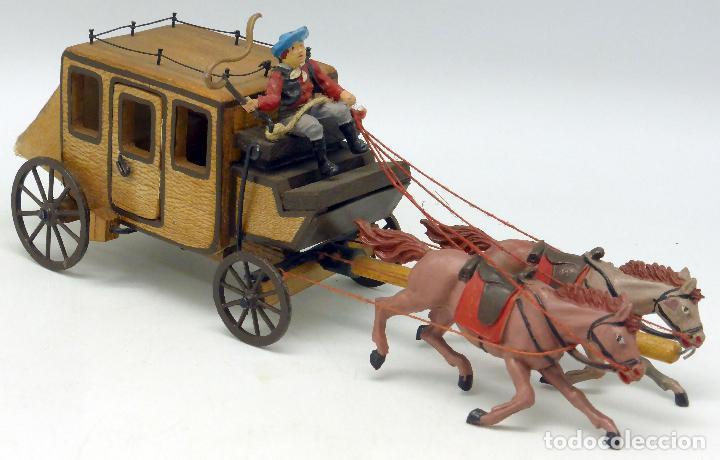 Figuras de Goma y PVC: Diligencia Teixidó en madera caballos y conductor goma años 50 Buen estado - Foto 3 - 70006373