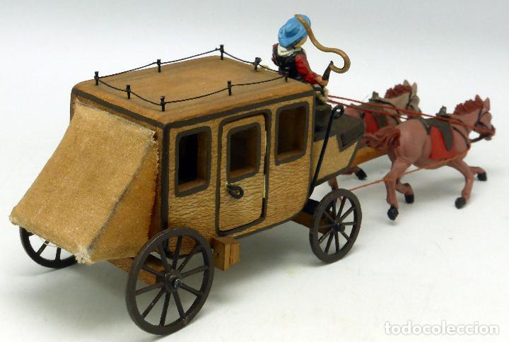 Figuras de Goma y PVC: Diligencia Teixidó en madera caballos y conductor goma años 50 Buen estado - Foto 4 - 70006373