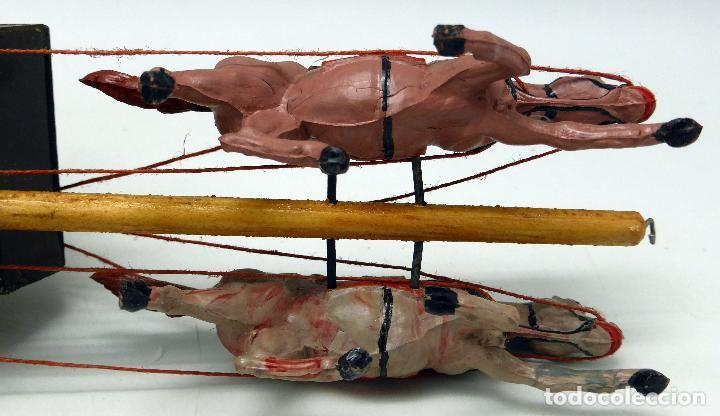 Figuras de Goma y PVC: Diligencia Teixidó en madera caballos y conductor goma años 50 Buen estado - Foto 10 - 70006373
