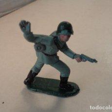 Figuras de Goma y PVC: FIGURA DE PLÁSTICO SOLDADO ALEMÁN PECH. Lote 70099945