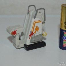 Figuras de Goma y PVC: MUÑECO FIGURA ROBOT PERSONAJE WALLE WALL E DISNEY PIXAR NC10. Lote 70153897