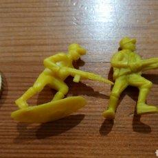 Figuras de Goma y PVC: 2 FIGURA DUNKIN DE SOLDADO JAPONÉS COLOR AMARILLO. Lote 70395347