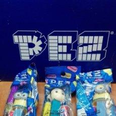 Figuras de Borracha e PVC: LOTE DE 3 DISPENSADOR DE CARAMELOS PEZ ( MINIONS )NUEVO EN BLISTER. Lote 71910679