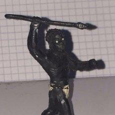 Figuras de Goma y PVC: FIGURA DE GOMA NEGRO CON LANZA, SERIE SAFARI, AFRICA MISTERIOSA, FABRICADO POR LAFREDO, MIDE 5,5 CMS. Lote 72199219
