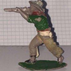 Figuras de Goma y PVC: FIGURA DE VAQUERO LAFREDO, REALIZADO EN GOMA AÑOS 50, PANTALON ATERCIOPELADO, MIDE 6 CMS DE ALTO.. Lote 72213099