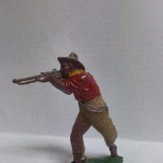 Figuras de Goma y PVC: FIGURA DE VAQUERO LAFREDO, REALIZADO EN GOMA AÑOS 50, PANTALON ATERCIOPELADO, MIDE 6 CMS DE ALTO.. Lote 72213591