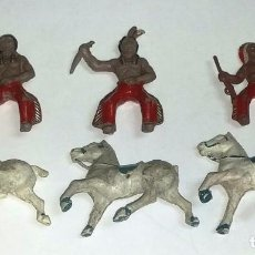 Figuras de Goma y PVC: FIGURA DE 3 INDIOS A CABALLO DE LAFREDO, MINI OESTE EN GOMA ORIGINAL, AÑOS 50, UN INDIO ES UN POCO M. Lote 72457571