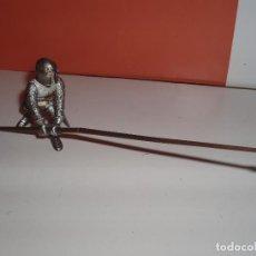 Figuras de Goma y PVC: FIGURA MEDIEVAL CON LANZA LARGA CONTRA CABALLO PAPO. Lote 72462015