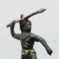 Figuras de Goma y PVC: OTRA FABULOSA FIGURA! INDIO O NEGRO AFRICA TRIBU LANZA GOMA AÑOS 50 . Lote 73482007