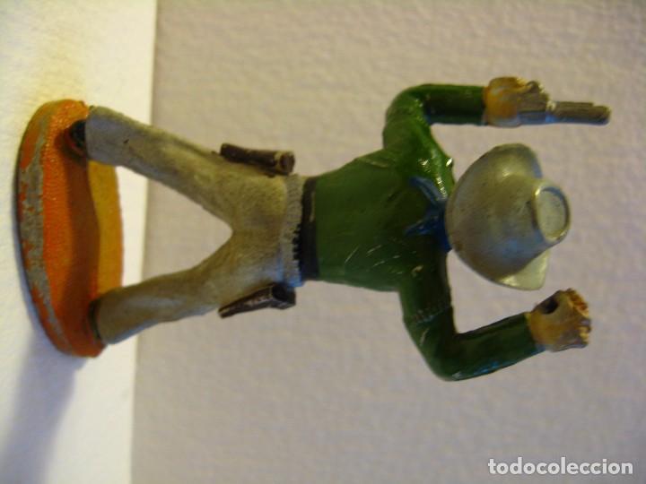 Figuras de Goma y PVC: VAQUERO BRAZOS EN ALTO DE SOTORRES, GOMA, AÑOS 50. - Foto 2 - 74972035