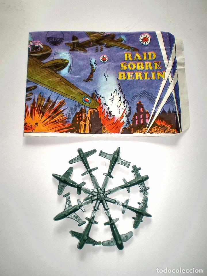SOBRE MONTAPLEX - HOBBY PLAST Nº 1001/C - RAID SOBRE BERLIN - VACÍO + COLADA DE MIN IAVIONES (Juguetes - Figuras de Goma y Pvc - Montaplex)