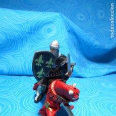 Figuras de Goma y PVC: FIGURA CABALLERO DE PAPO MIDE UNOS 10X12 CM REF (1) 2005. Lote 75717295