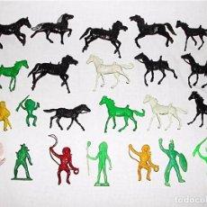 Figuras de Goma y PVC: LOTE 23 FIGURAS DE PLÁSTICO INDIOS + VAQUEROS + CABALLOS. Lote 75753003